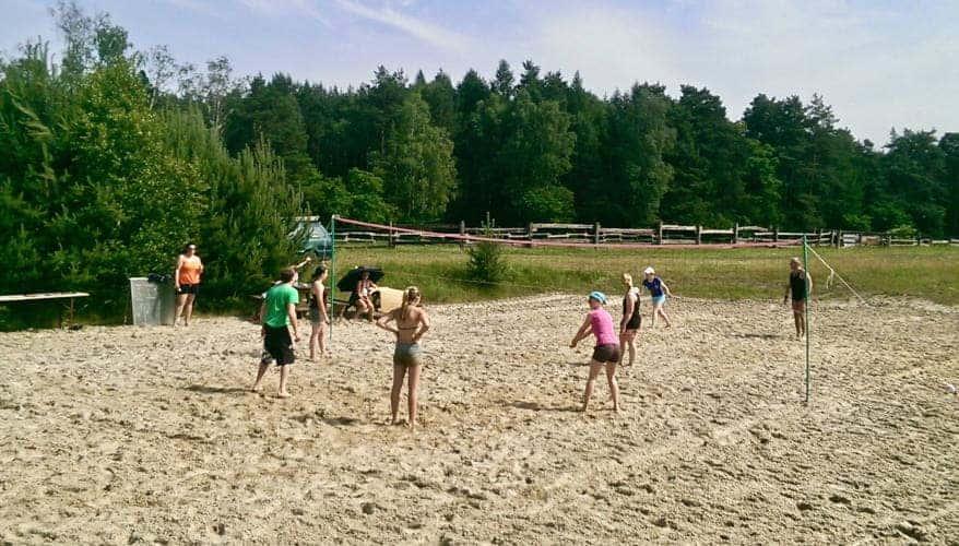 Beachvolleyball-Tunier am Strand im Reiturlaub